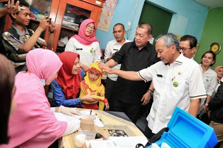 Wagub Deddy Mizwar Mulai Program Imunisasi Campak dan Rubella di Kota Bekasi