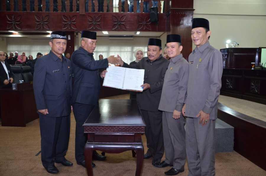 Wali Kota dan Ketua DPRD Tandatangani Berita Acara Persetujuan Raperda Perubahan APBD TA 2017