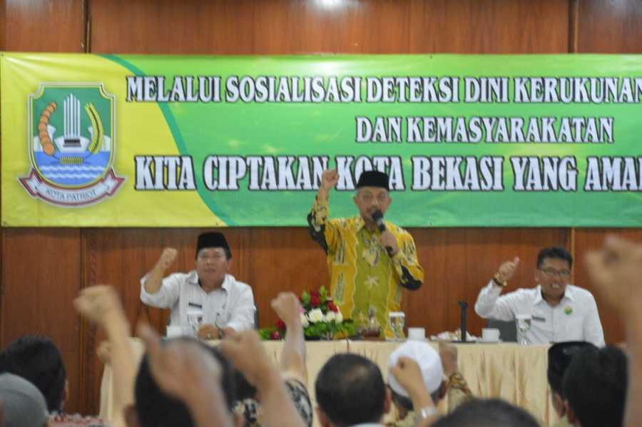 Wakil Wali Kota  Ahmad Syaikhu Membuka Sosialisasi Deteksi Dini Masyarakat