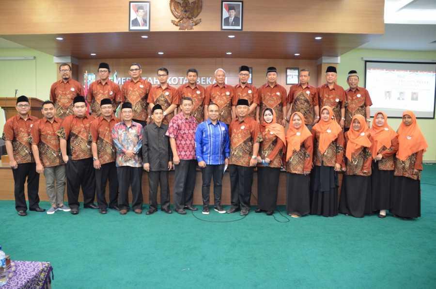 Wali Kota Bekasi Dilantik Menjadi Ketua Umum Masyarakat Ekonomi Syariah (MES) Kota Bekasi
