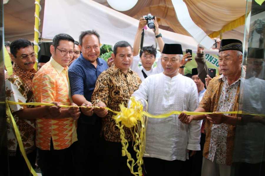 Wali Kota Bekasi Gunting Pita Kantor Kelurahan Aren Jaya Kecamatan Bekasi Timur.