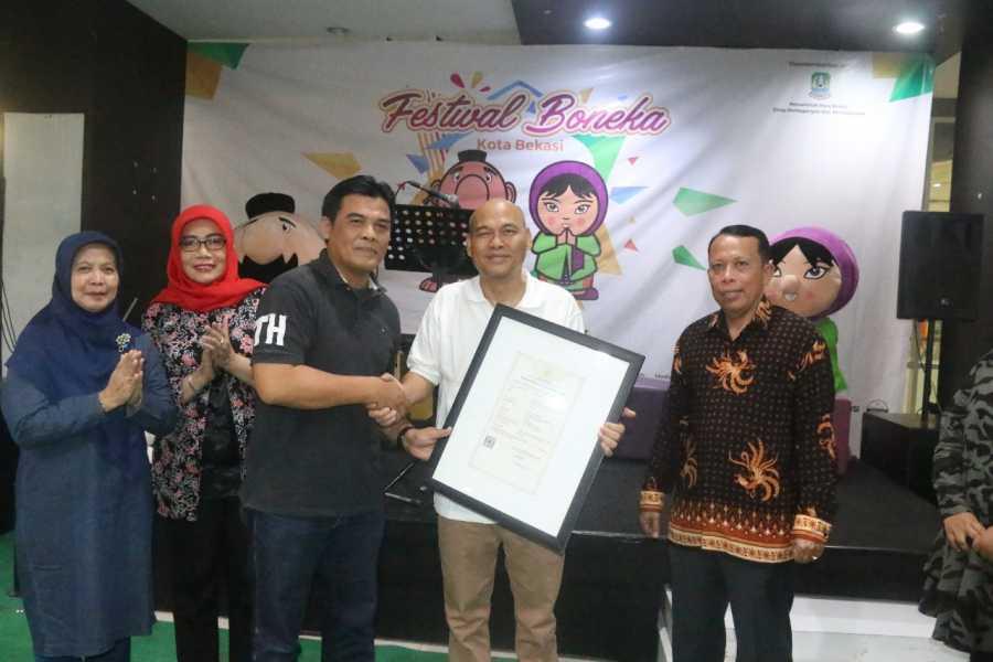 Disperindag Gelar Festival Boneka Bekasi