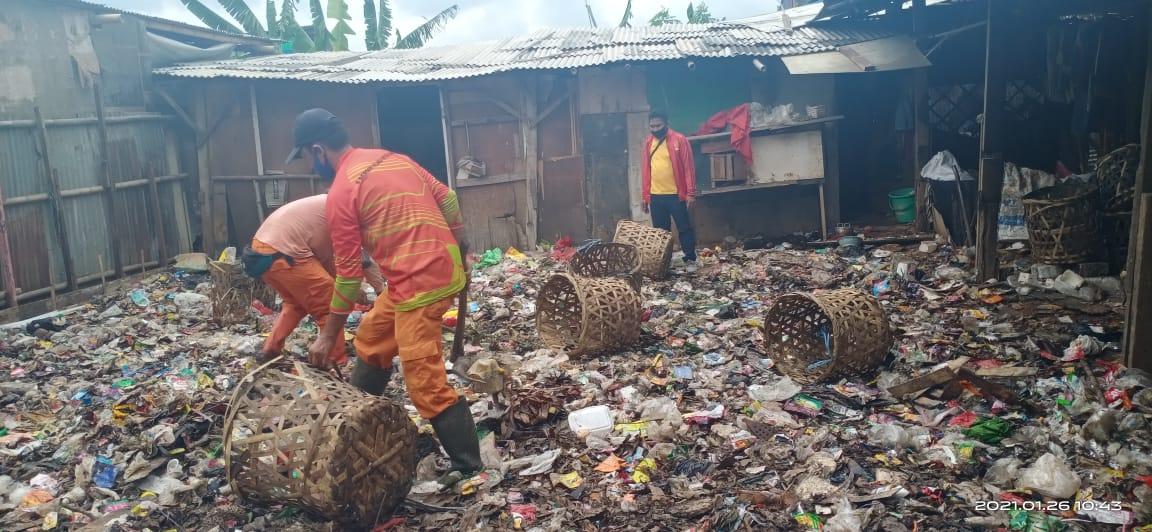 Pemkot Bekasi Mulai Angkut Sampah Liar di Jakasampurna