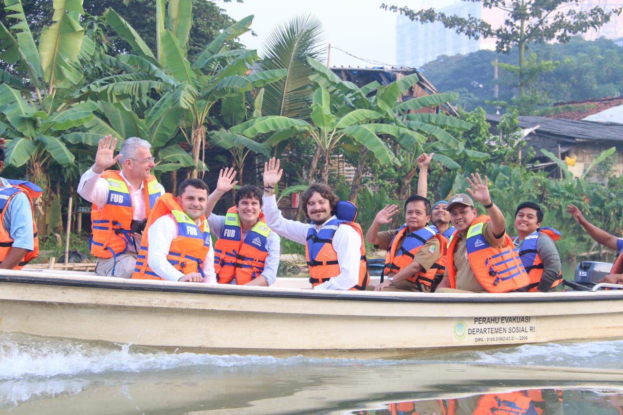 Wakil Wali Kota Bekasi Telusuri Kali Bekasi Bersama One Earth One Ocean dan GreenCycle