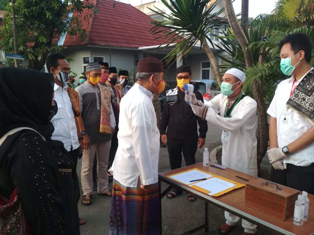 Wali Kota Bekasi Beserta Keluarga Ibadah Sholat Idul Fitri di Masjid Al Kautsar