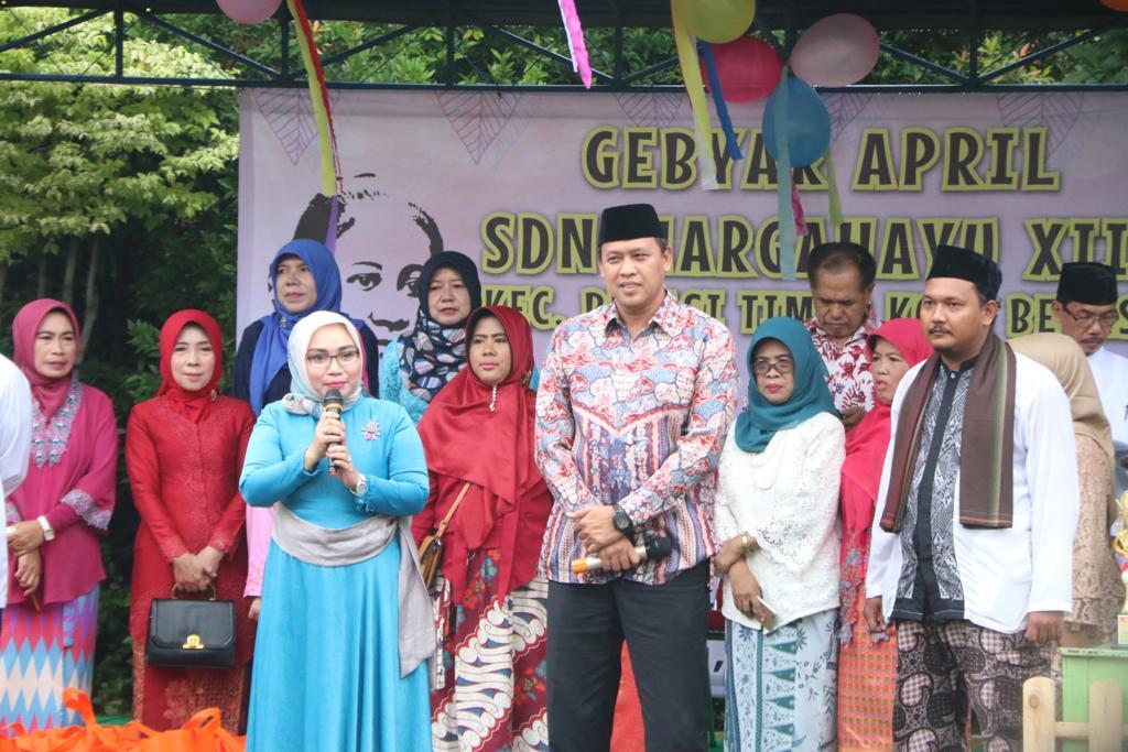 Wakil Walikota Bekasi Buka Acara Gebyar April, Isra Mi'raj serta pagelaran Kartini Masa Kini.