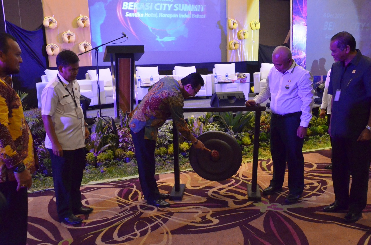 Buka Bekasi City Summit 2017 Wali Kota Bekasi : Tingkatkan Pelayanan Publik