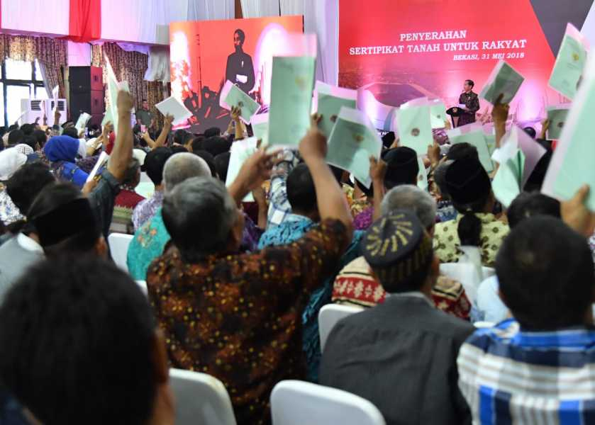 Penyerahan  138 Sertifikat Warga KEL. Bojong Rawa lumbu  Oleh Bapak  Presiden  Joko Widodo