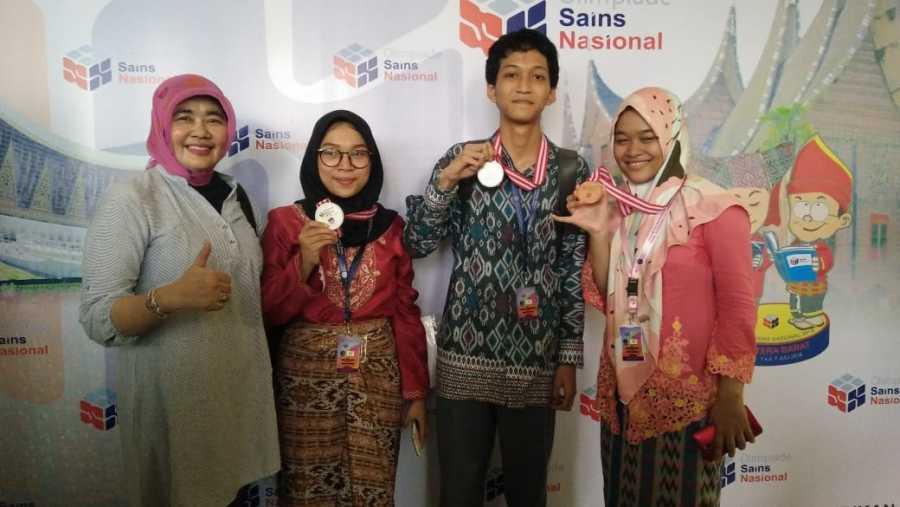 Tiga Siswa SMAN 2 Kota Bekasi Raih Medali OSN Tahun 2018