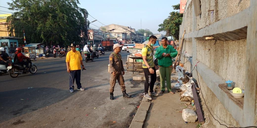 Pemkot Bekasi Bersihkan Genangan dan Sampah di Jalan Raya Pondok Gede
