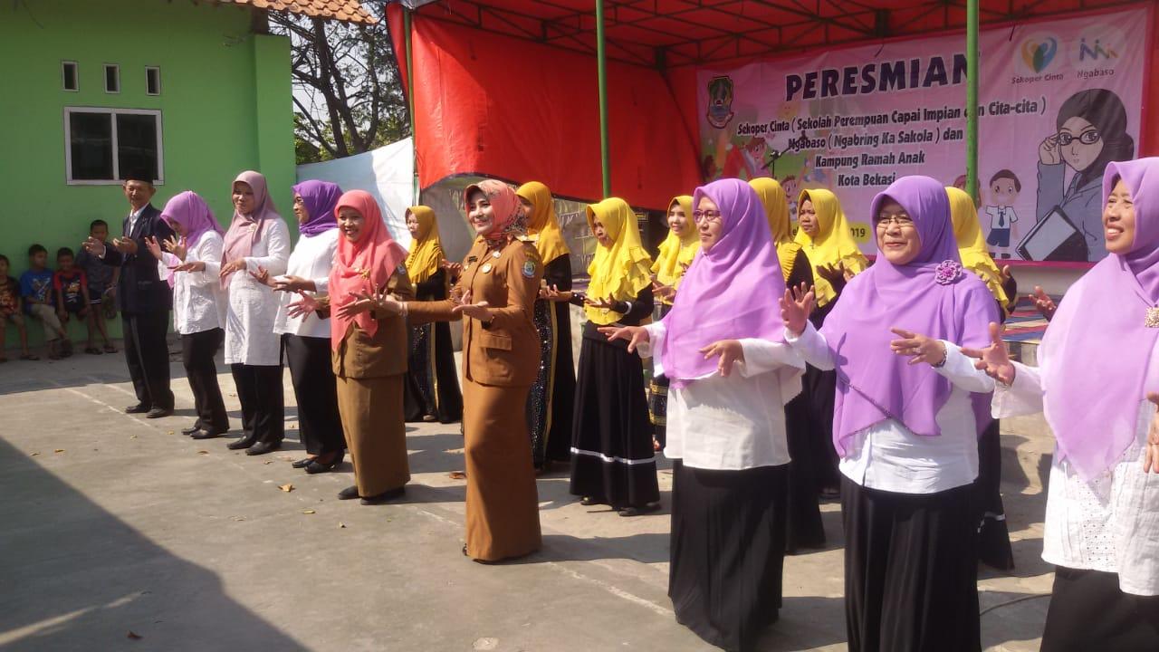 Pemkot Bekasi Launching Tiga Program Perempuan dan Anak di Kampung RW 7 Kalianag Tengah