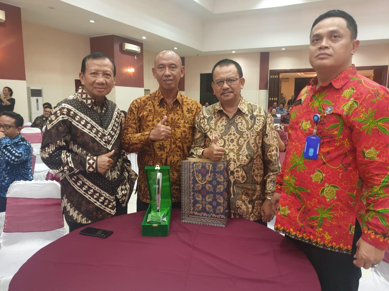 PWKI Anugrahkan Penghargaan Kepada Wali Kota Bekasi