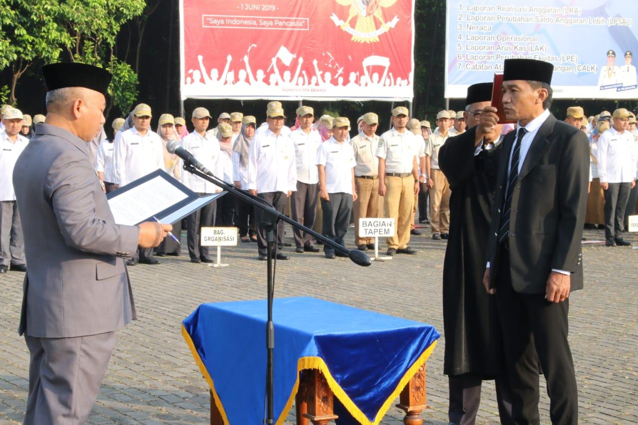 Saat Apel Rabu Pagi, Wali Kota Bekasi Lantik Dirum PDAM Tirta Patriot Kota Bekasi