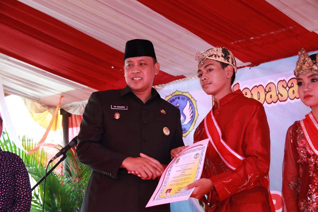 Wakil Wali Kota Bekasi Hadiri Pelepasan Peserta Didik dan Pentas Seni SMPN 11