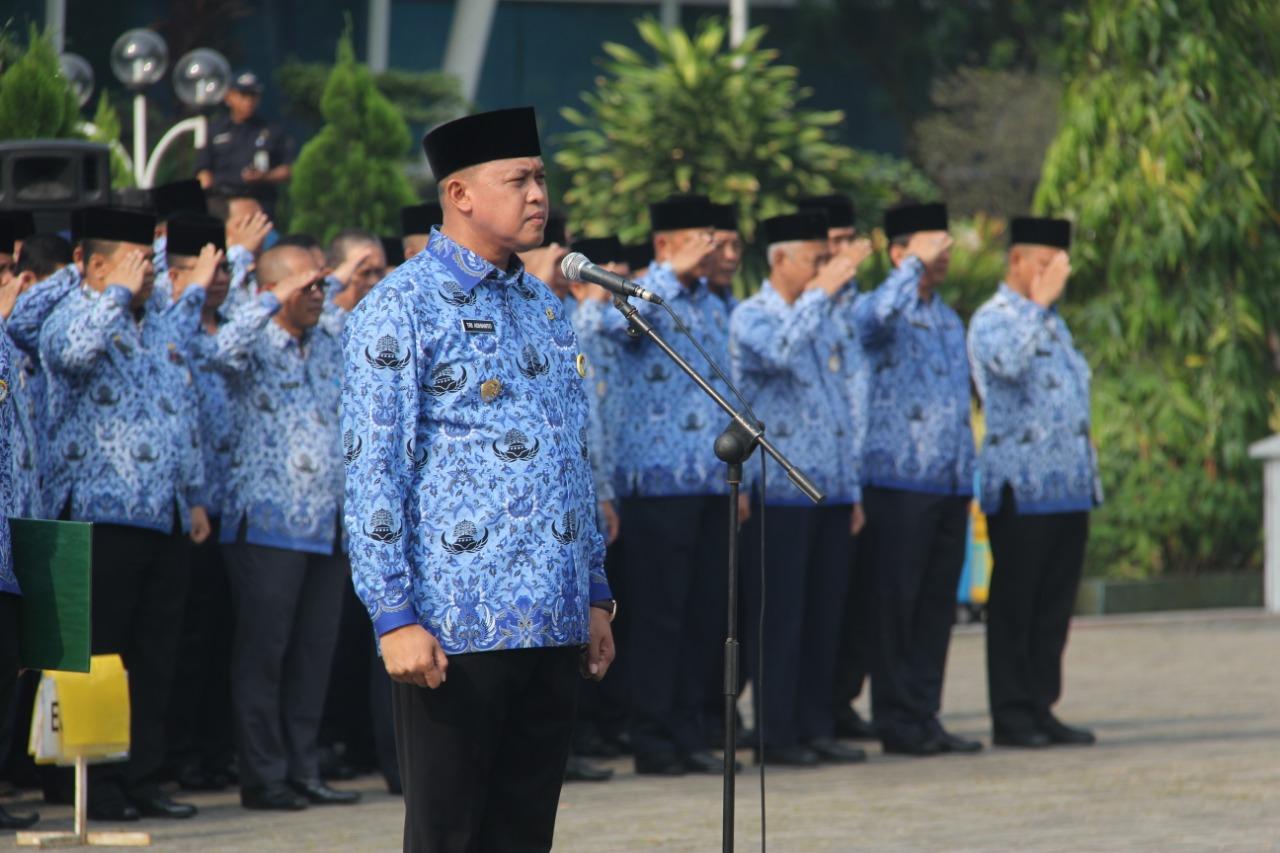 Jajaran Pemkot Bekasi mengadakan Upacara Hari Kesadaran Nasional di Plaza Pemerintah Kota Bekasi