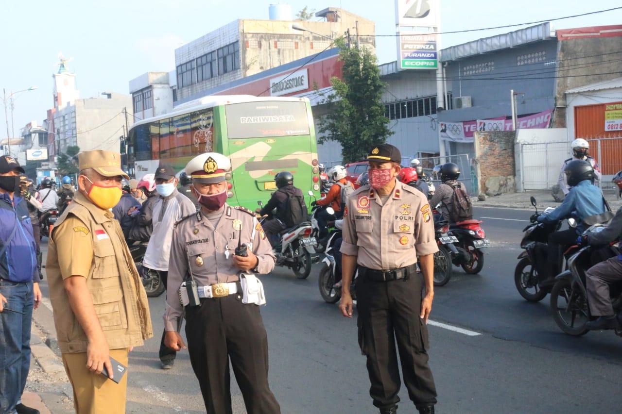 Wali Kota Bekasi Tinjau 3 titik Pemantauan PSBB