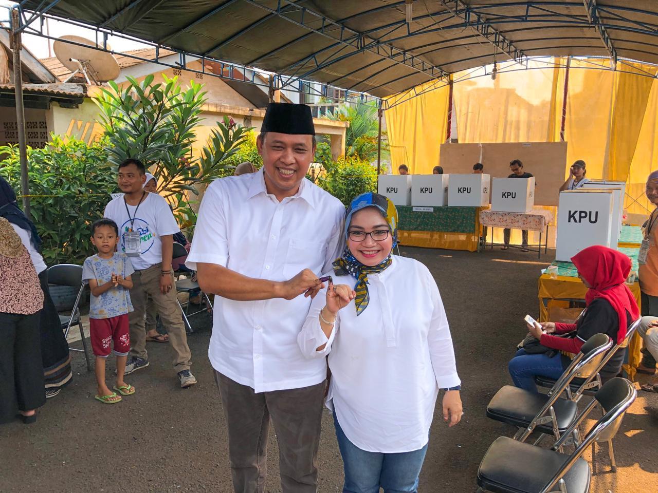Wakil Walikota  menggunakan Hak Pilihnya pada pemilihan umum dan Legislatif serentak di Kota Bekasi.