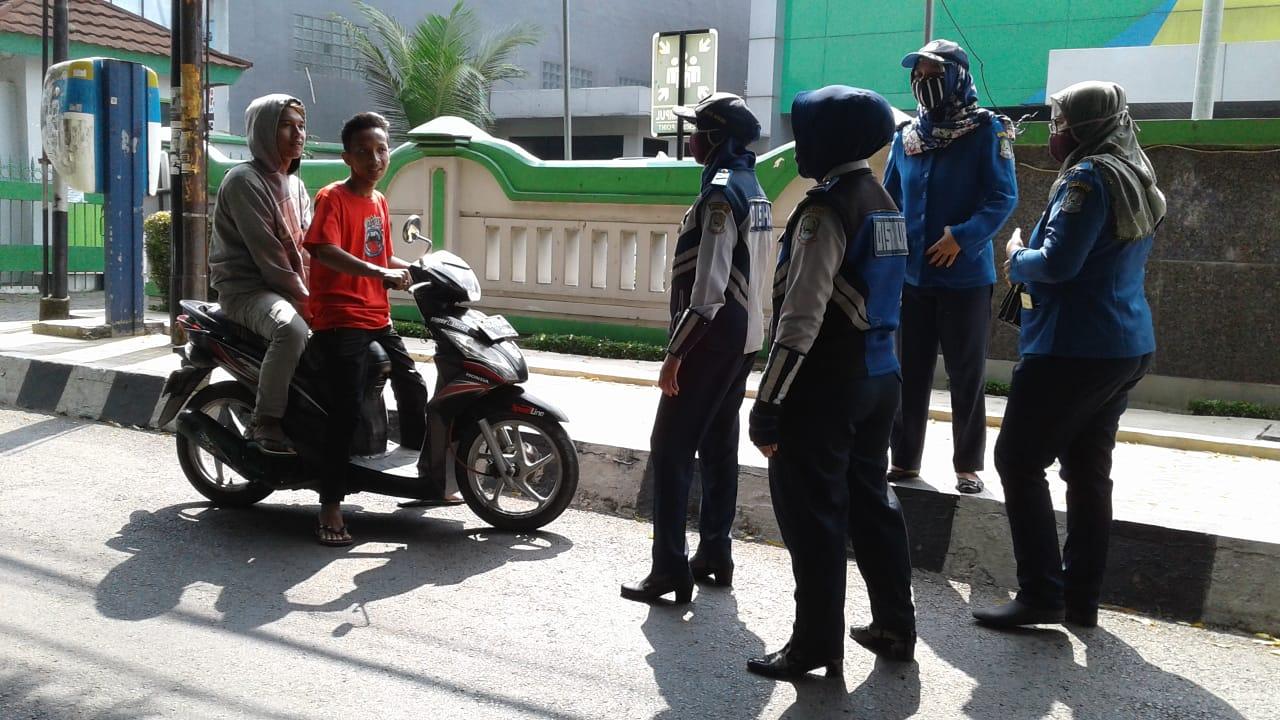 Petugas Tim Wilayah 1 Laksanakan Penegakan PSBB