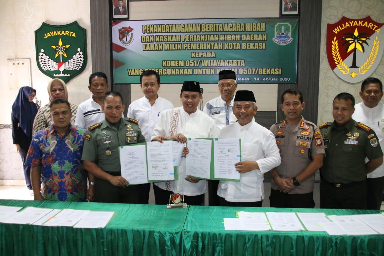 Pemerintah Kota Bekasi Tanda Tangani dan Serahkan Perjanjian Hibah kepada KOREM 051