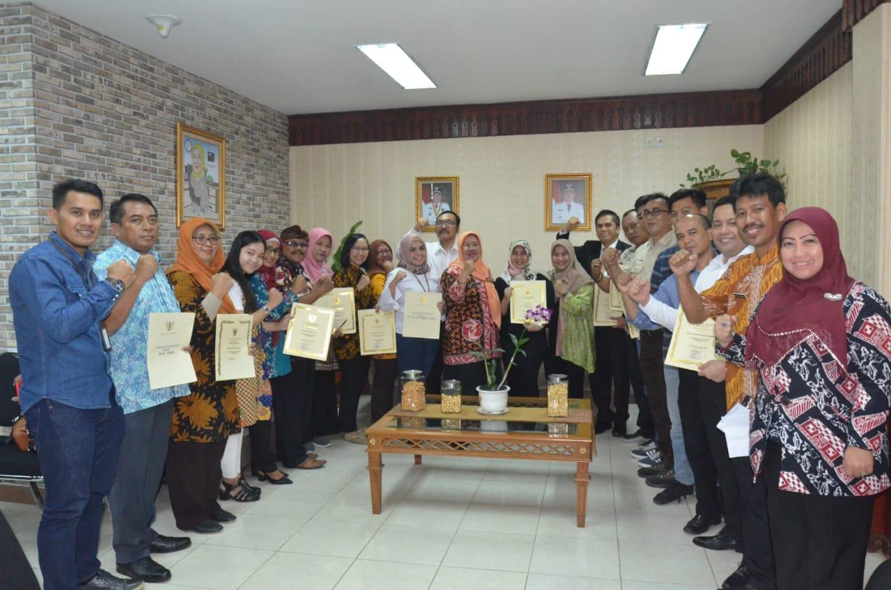 Sukses Penyelengaraan Bekasi Night Carnival, Sekda Berikan Piagam Kepada Para Sponsor